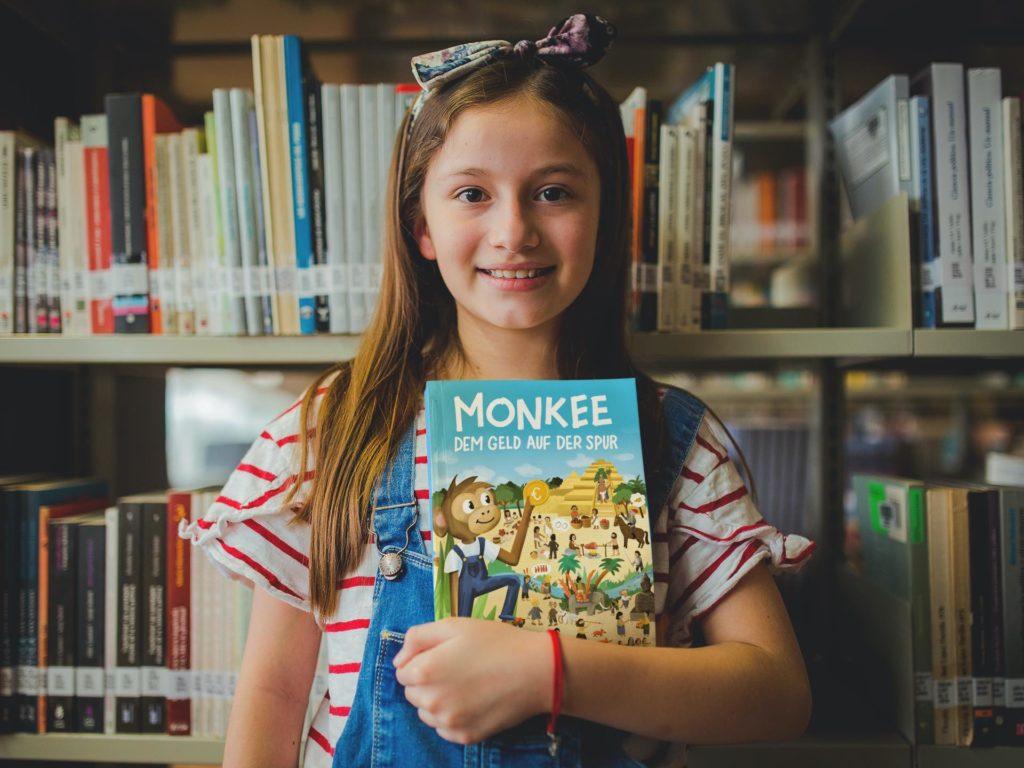 Monkee_Wimmelbuch_Mädchen